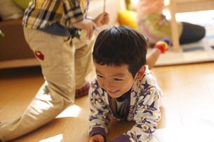 笑顔の少年の写真素材 [FYI03050424]