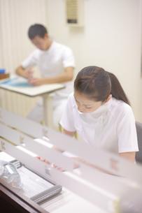 ナースステーションの看護師の写真素材 [FYI03050778]