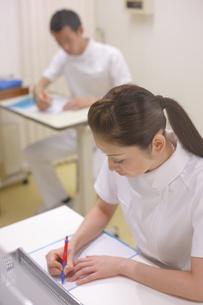 ナースステーションの看護師の写真素材 [FYI03050781]