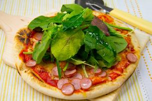 ルッコラのピザの写真素材 [FYI03051603]