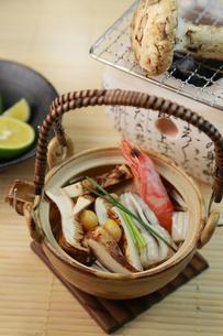 松茸の土瓶蒸しの写真素材 [FYI03051876]