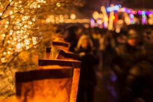 サンタフェのクリスマスイブ(ルミナリエ)の写真素材 [FYI03052058]