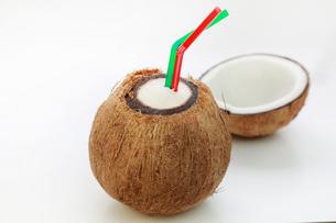 ココナッツジュースの写真素材 [FYI03053231]