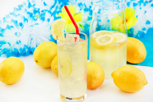 レモンジュースの写真素材 [FYI03053250]