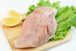鶏胸肉の写真素材 [FYI03053392]