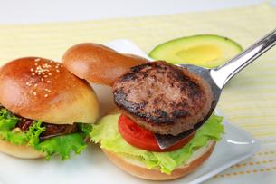 ハンバーガーの写真素材 [FYI03053537]