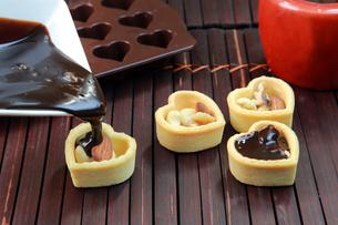 チョコレートタルトの写真素材 [FYI03053567]