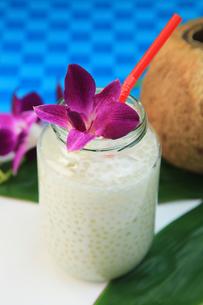 タピオカ入りココナッツミルクの写真素材 [FYI03054197]