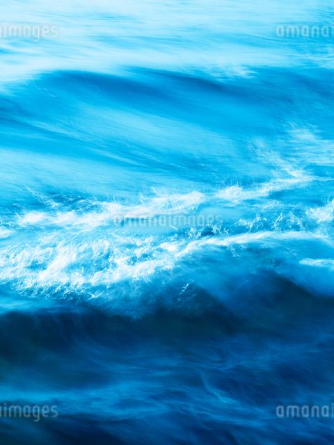 波の写真素材 [FYI03054936]