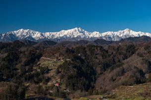 初冬の仁科三山の写真素材 [FYI03055186]