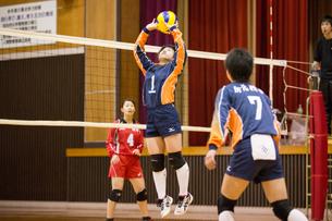 高校生バレーボール女子の写真素材 [FYI03055645]