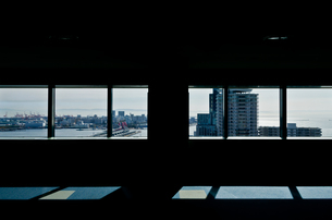 窓から望む神戸の街の写真素材 [FYI03055767]
