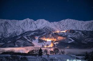 白馬村、冬の夜の写真素材 [FYI03056179]