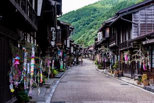 七夕飾りの奈良井宿の写真素材 [FYI03056324]