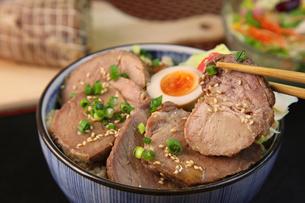 豚丼の写真素材 [FYI03056556]