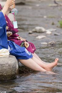 京都浴衣でさんぽの写真素材 [FYI03056662]