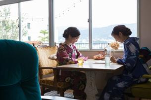 京都浴衣でさんぽの写真素材 [FYI03056727]
