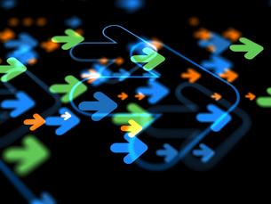 移動する矢印群の写真素材 [FYI03057384]