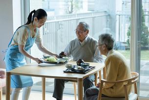 福祉施設の給食イメージの写真素材 [FYI03057464]
