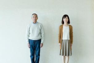 シニアの女性と男性のポートレートの写真素材 [FYI03057493]