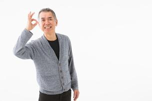 OKサインを出すシニアの男性の写真素材 [FYI03057505]