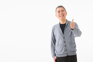 OKサインを出すシニアの男性の写真素材 [FYI03057512]
