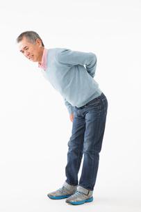 腰が痛むシニアの男性の写真素材 [FYI03057531]