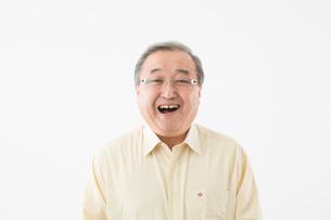 笑顔のシニアの男性の写真素材 [FYI03057586]