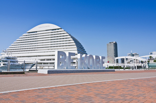 神戸メリケンパークのBE KOBEのモニュメントの写真素材 [FYI03058328]