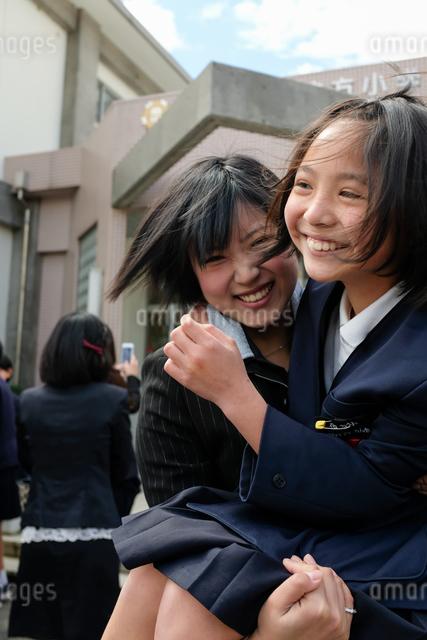 卒業 小学校の写真素材 [FYI03058422]