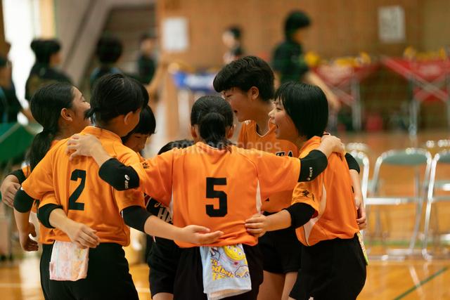 バレーボール 中学生の写真素材 [FYI03058574]