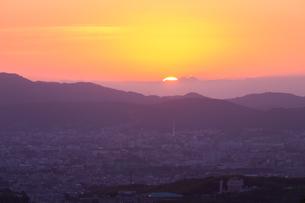 京の朝焼けの写真素材 [FYI03058787]