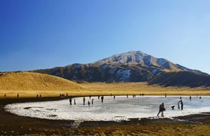 冬の草千里の写真素材 [FYI03059106]