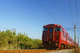 鹿児島本線を走行する特急いさぶろう・しんぺいの写真素材 [FYI03059392]