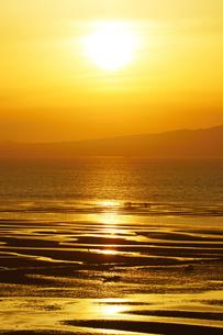 夕暮れの有明海の写真素材 [FYI03059418]