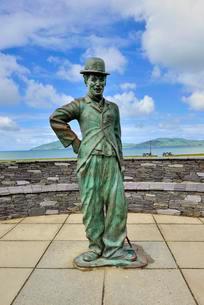 Bronze statue of Charlie Chaplin, Waterville, Ring ofの写真素材 [FYI03059750]