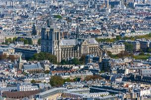 City view with cathedral Notre Dame, Paris, France, Europeの写真素材 [FYI03059754]