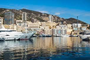 Yachts moored in marina, Monte Carlo, Monaco, Europeの写真素材 [FYI03059758]