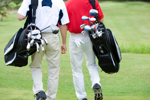 歩くゴルファーの写真素材 [FYI03059905]