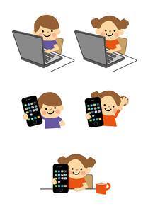 男の子と女の子 パソコンとスマートフォンのイラスト素材 [FYI03060799]