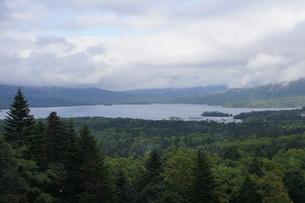 美幌峠から見た風景 屈斜路湖と和琴半島の写真素材 [FYI03076561]