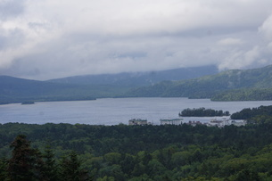 美幌峠から見た風景 屈斜路湖と和琴半島の写真素材 [FYI03076595]