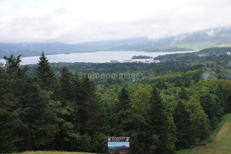 美幌峠から見た風景 屈斜路湖と和琴半島の写真素材 [FYI03076600]