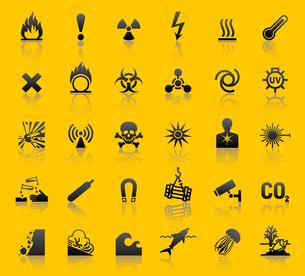 Set hazard warning symbolsのイラスト素材 [FYI03076603]
