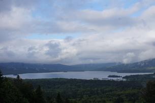 美幌峠から見た風景 屈斜路湖と和琴半島の写真素材 [FYI03076647]