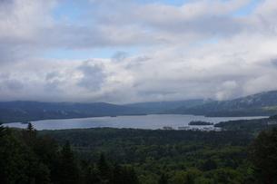 美幌峠から見た風景 屈斜路湖と和琴半島の写真素材 [FYI03076650]