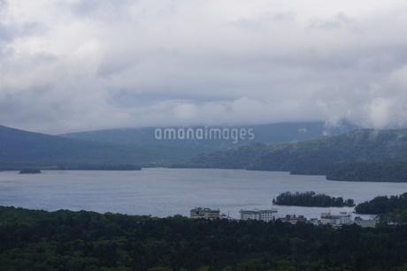 美幌峠から見た風景 屈斜路湖と和琴半島の写真素材 [FYI03076684]