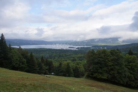 美幌峠から見た風景 屈斜路湖と和琴半島の写真素材 [FYI03076685]