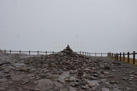 霧の美幌峠の写真素材 [FYI03076688]