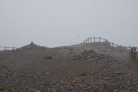 霧の美幌峠の写真素材 [FYI03076696]